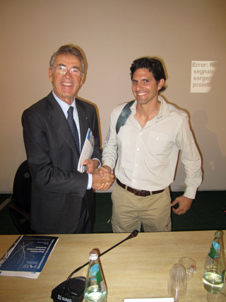 Foto: Mario Resca, [former] General Directorate of Management and Promotion of Cultural Heritage of the MIBAC[T] & Prof. Darius Arya, Rome (11 October 2011). Fonte: http://saverome.wordpress.com/ [10|2014].